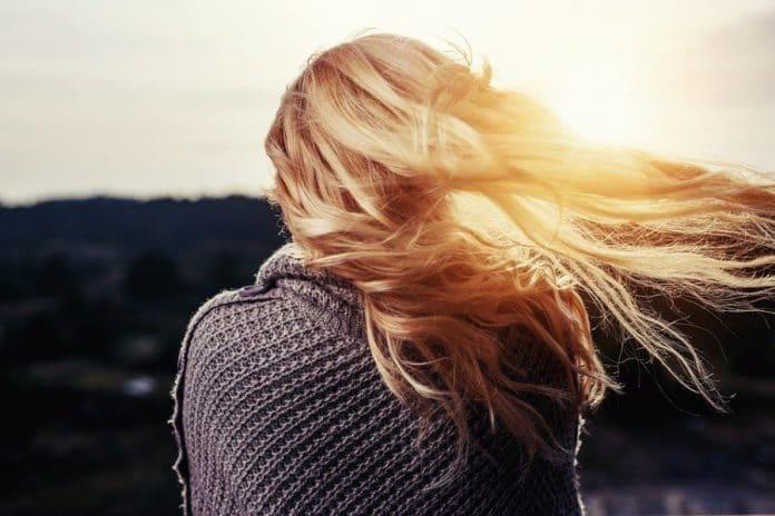 Chute de cheveux : les solutions simples