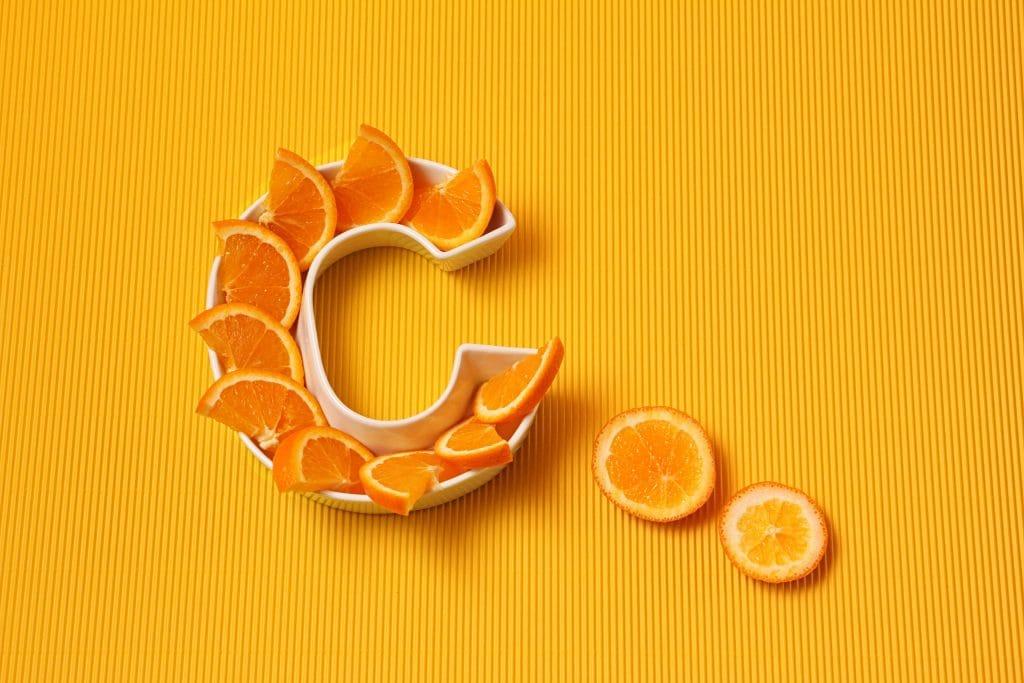 La vitamine C pour la santé de la peau et des cheveux et pour la perte des poids
