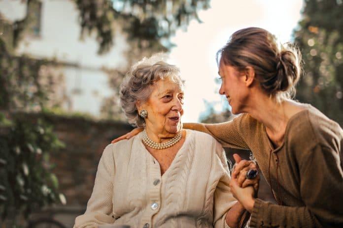 Quelles questions se poser lors d'un choix d'une maison de retraite pour un proche ?