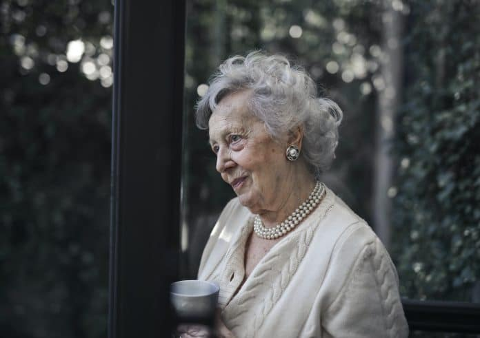 L'indépendance des seniors : comment les aider à rester à la maison ?