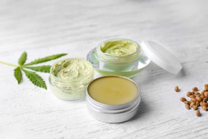 L'huile de chanvre dans les cosmétiques : qu'apporte-t-elle à la peau ?
